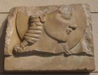 Юноша с диском. Фрагмент надгробной стелы. 575 -550 гг. до н.э. Национальный музей, Афины