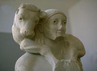 Мосхофор (Фрагмент. Середина VI в. до н.э. Афины, Музей Акрополя)